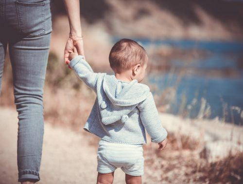 enfant avec sa maman